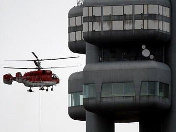 LÉTAJÍCÍ JEŘÁB. Tak by se dal popsat vrtulník Kamov – KA 32.