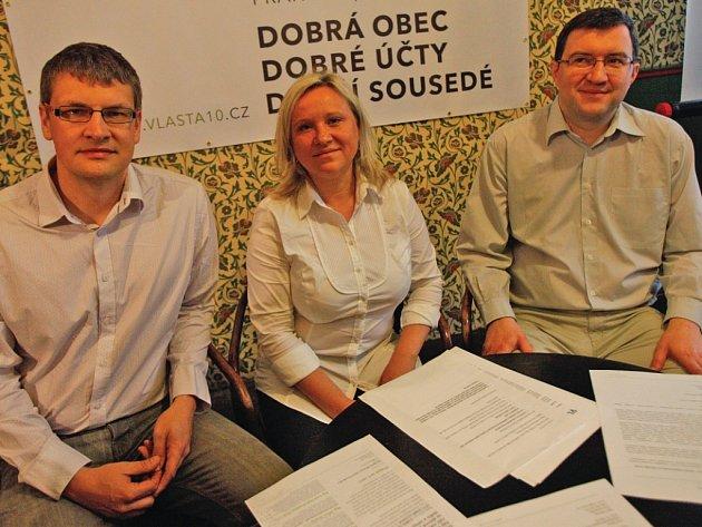 Až dosud byla Renata Chmelová ze Záběhlic aktivní občankou, která mimo jiné sehnala 16 tisíc podpisů proti zástavbě parku Trojmezí. Teď se chce v komunální politice angažovat sama. Tedy, ne tak úplně. S dvěma koaličními partnery založila uskupení Vlasta.