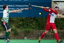 BOJ! Pozemní hokejisté pražských rivalů Bohemians a Slavie si ve finále nic nedarovali.