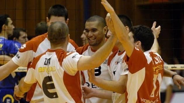 JEDNOU NOHOU V PLAY OFF. Volejbalisté ČZU vyhráli čtvrteční zápas s Ústím nad Labem.