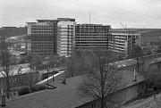 DĚTSKÁ NEMOCNICE. Výstavba první části motolské nemocnice zachycena 2. dubna 1969.