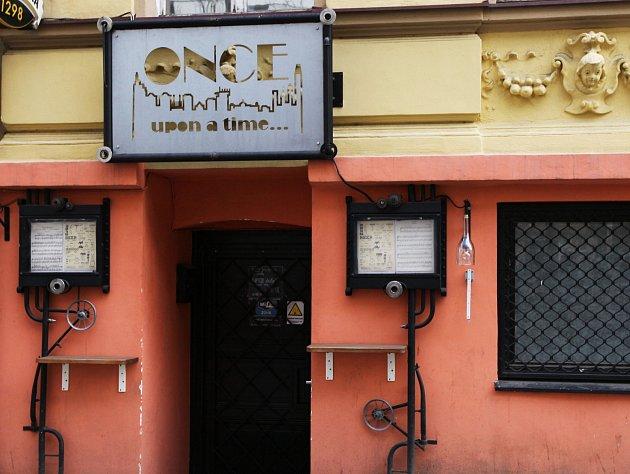 Oblíbená místa - bar Once upon a time. Divadlo Hybernia.