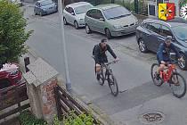 Zloději ukradli v pražské Zbraslavi kola v hodnotě sto tisíc korun.