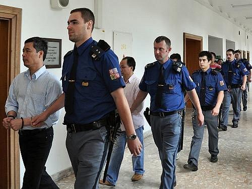 Vynesením verdiktu uzavřel v pátek Krajský soud v Praze dlouhodobé projednávání padělatelské kauzy.