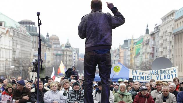 Zástupci Holešovské výzvy demonstrovali v Praze proti vládě