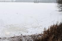 Zamrzlý rybník. Ilustrační foto.