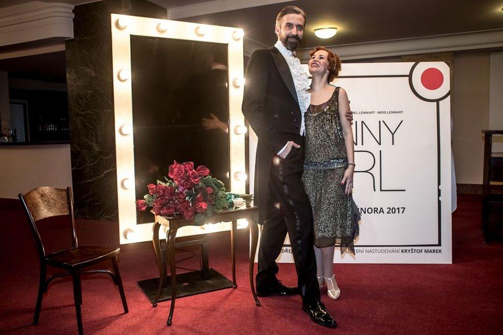 Ukázka kostýmů k chystanému představení Funny Girl v pražském Divadle Dva. Na snímku Monika Absolonová a Roman Zach.