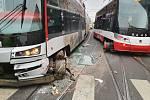 Nehoda tramvají u obratiště Zvonařka.