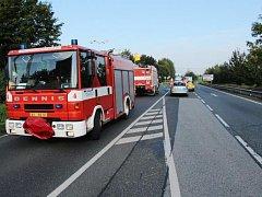 Motocyklista po střetu s kamionem na místě zemřel