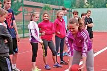 Odznak všestrannosti olympijských vítězů je u dětí hodně oblíbený. Tentokrát se zastavil na Fakultní základní škole Chodovická v Horních Počernicích.