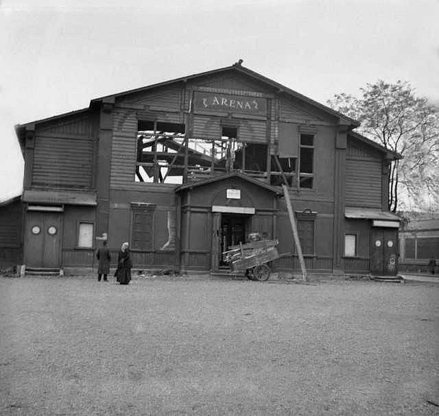 Bourání divadelní scény Aréna na Smíchově. Založil ji divadelník Pavel Švanda ze Semčic v roce 1869. Město nechalo Arénu zbourat v listopadu 1938.