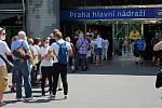 Očkování proti covidu-19 je možné podstoupit bez registrace  v Praze na hlavním nádraží a v obchodním centru Chodov.