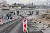 Do podjezdu v Průběžné se už vrátila silniční doprava.