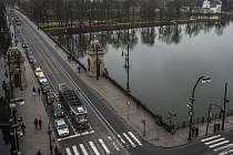 Křižovatka mezi Národním divadlem a mostem Legií. Ilustrační foto.