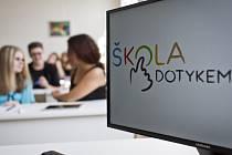 Zahájení výzkumnému projektu Škola dotykem se konalo ve středu 24. září 2014 v pražském Gymnáziu u Libeňského zámku. V rámci tohoto projektu dvanáct škol z České republiky otestuje v praxi vyučování pomocí tabletů a dotykových obrazovek.