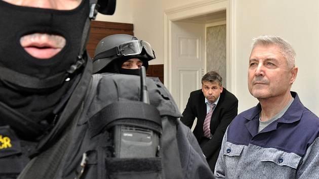Hoteliér Bohumír Ďuričko se nedočkal obnovy procesu v případu vraždy podnikatele Václava Kočky, za kterou si odpykává 12,5 roku vězení. O zamítnutí žádosti rozhodl Městský soud v Praze. Jeho rozhodnutí však není pravomocné a lze se proti němu odvolat.