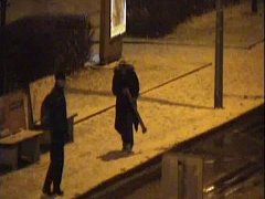 Muž sloupek s osvětlením nejprve a poničil a pak ukradl