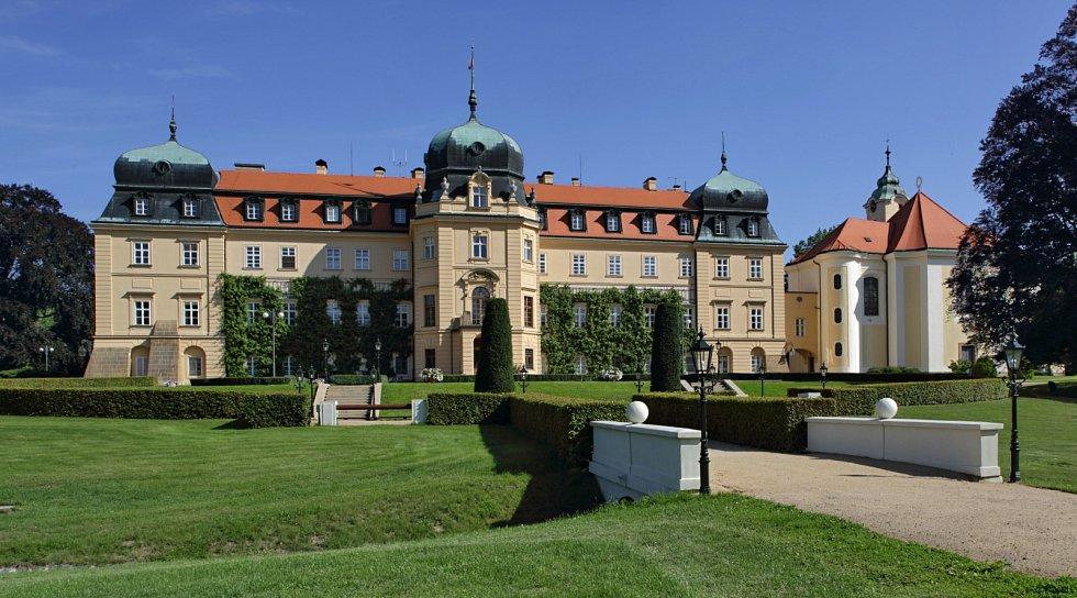 Se vstupenkou z Pražského hradu můžete zdarma do zámeckého parku v Lánech.