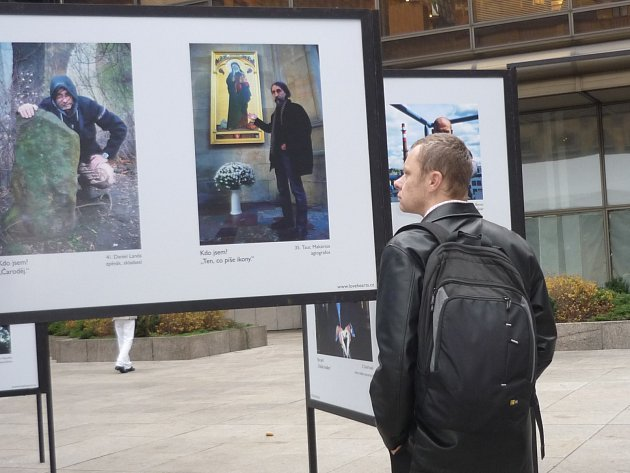 Výstava představuje srdečnost 101 mužů