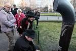 Slavností křest poeziomatu - jukeboxu s verši např. Bondyho, Jirouse či Topola. Náměstí Míru 2. března