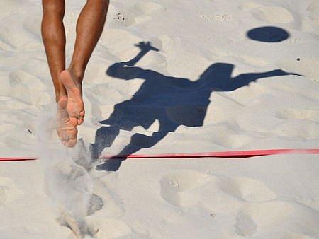 OLYMPIONICI NA PÍSKU. V Beach clubu Ládví je na programu přehazovaná dětí z dětských domovů, poté nastoupí olympionici.