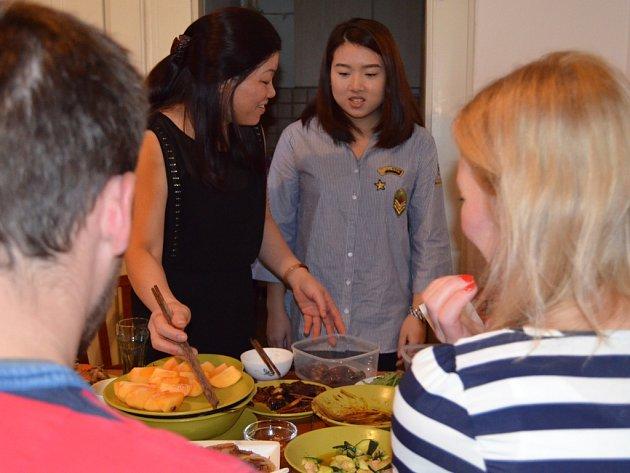 Rodina odvedle: setkání české rodiny a rodiny z Vietnamu