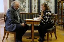 Ředitel Národní galerie Jiří Fajt (vlevo) a Francesca von Habsburg (vpravo), zakladatelka sbírky současného umění Thyssen-Bornemisza Art Contemporary (TBA21) podepsali memorandum o vystavování děl z této sbírky v Praze