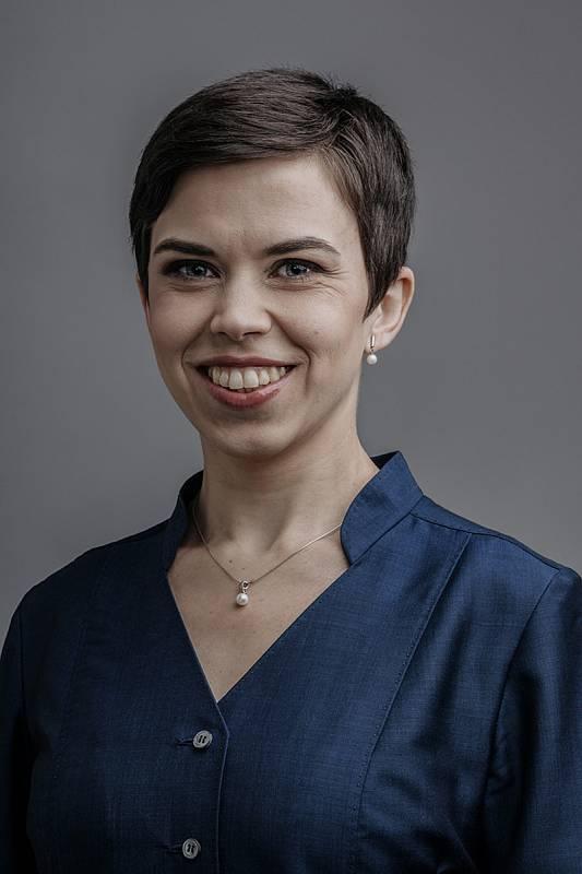 PhDr. Olga Richterová Ph.D., 36 let, 1. místopředsedkyně Pirátů, poslankyně, odbornice na sociální politiku, překladatelka, Piráti+STAN.