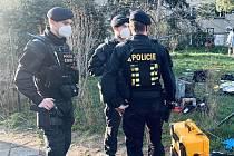 Požár bytu ve Strašnicích zpozorovali jako první policisté z pohotovostní motorizované jednotky.