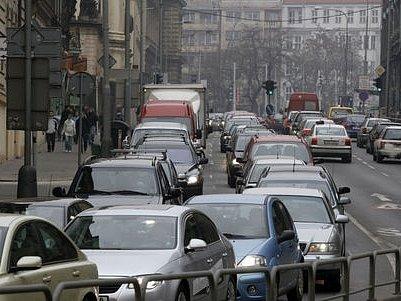 Hluk v Resslově ulici.