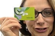 Pražská primátorka Adriana Krnáčová představila novou kartu pro Městskou hromadnou dopravu v Praze, která nahradí opencard a bude se jmenovat Lítačka.