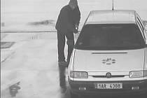 Šofér ujížděl od pump, hledá ho policie