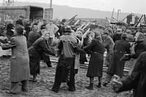 Most Barikádníků – Trojský most šli bránit nejenom trojští muži, ale také ženy. Společně postavili přes 20 barikád, které pomohly zabránit německému protiútoku. V roce 1946 byl most na počest statečných Trojanů přejmenován na most Barikádníků.