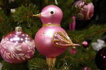 Ozdoby na stromeček, vonné svíčky či adventní věnce. Všechny tyto věci seženete na 3. veletrhu dárků Stříbrné vánoční dny v Pražském výstavním areálu Letňany.