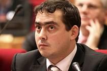 Na odvolání Matěje Stropnického tlačí hlavně sociální demokraté. Ti jasně vzkázali, že budou na zastupitelstvu hlasovat pro případný návrh, který by požadoval jeho sesazení z funkce. Na snímku náměstek primátorky Petr Dolínek (ČSSD).