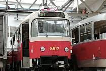 Pražský dopravní podnik (DPP) přestaví už modernizované tramvaje vycházející z modelu Tatra T3, aby posílil noční linky nízkopodlažními vozy.