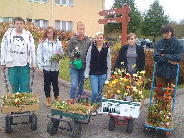Zahradníci se nedávno vrátili až zdalekého Finska. Ve škole vJämsä 14dní vázali květiny a čerpali cenné zkušenosti během sklizně zeleniny.