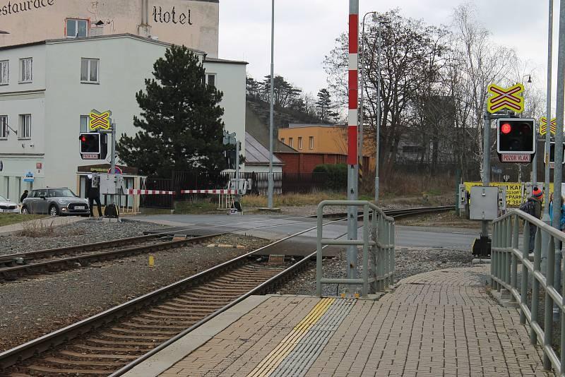Železniční přejezd v Řeporyjích.