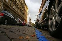 VINOHRADY. Modrá zóna zde začala platit od prvního listopadu. Od pondělí se v ulicích Prahy 2 začnou objevovat parkovací automaty.