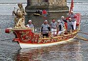 Žena s glóbem na přídi lodi Geografia je symbolem objevitelských a dobyvatelských úspěchů Benátek.