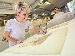 Dokumenty z Národního technického muzea poničené při povodni v roce 2002 se podařilo zachránit. 16. srpna byl za účasti ministra kultury Jiřího Bessera a generální ředitele Národního technického muzea Karla Ksandra otevřen poslední zamrazený balíček.