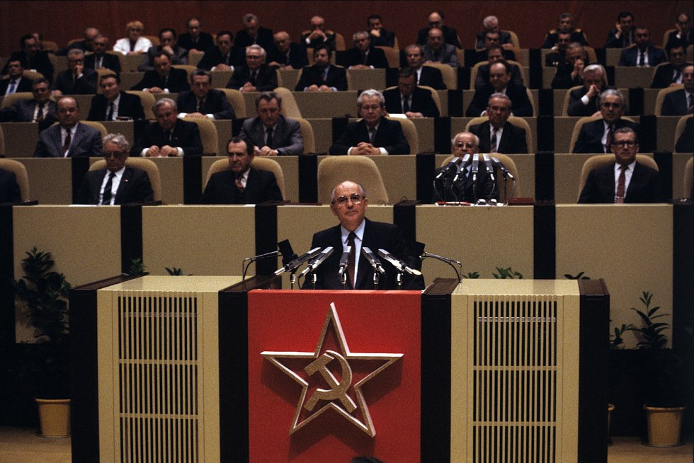 10. dubna 1987 se uskutečnilo v Paláci kultury slavnostní shromáždění československo-sovětského přátelství na kterém přednesl projev tehdejší první muž Sovětského svazu Michail Gorbačov.