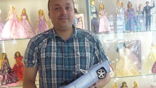 Kurátor výstavy hraček v pražské Galerii DollsLand