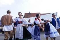Až do metropole se rozšířil tradiční poberounský folklorní festival Staročeské máje.
