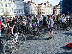 Průvod vypuštěných duší Prahou, happening  proti omezení kol v centru Prahy, 12.6.2017
