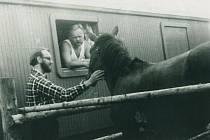 V roce 1970 jako zaměstnanec s.p. Rybářství – V. Šilhán vpravo v okně, vlevo doc. ing. Miloslav Král, CSc. (později také signatář Ch77).