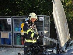 Požár automobilu u benzínové pumpy