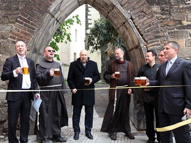 Slavnostní otevření gotické zahrady při příležitosti 171. výročí založení restaurace U Pinkasů. Na místě byl původně samostatný kostel založený Karlem IV. 3. září 1347, den po své korunovaci českým králem.