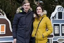 ODLOUČENÍ. Jen o vánočních svátcích může být pohromadě hokejový pár Lucie Manhartová a Marcel Kottek.