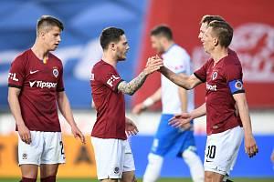 Fotbalová Sparta porazila Baník Ostrava 3:1. Na snímku jsou střelci gólů domácích – Adam Hložek, David Moberg Karlsson i kapitán Bořek Dočkal.